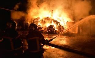 Incendie au centre équestre de la Vaillantière à la Chapelle-sur-Erdre près de Nantes.
