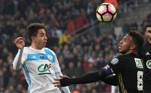 Maxime Lopez au duel avec Corentin Tolisso le 31 janvier 2017.