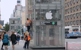 Le groupe a fait un dupe de l'Apple Store sur l'ascenseur d'un métro.