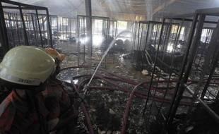 Une usine de textile dévastée par un incendie en 2011 au Bangladesh.