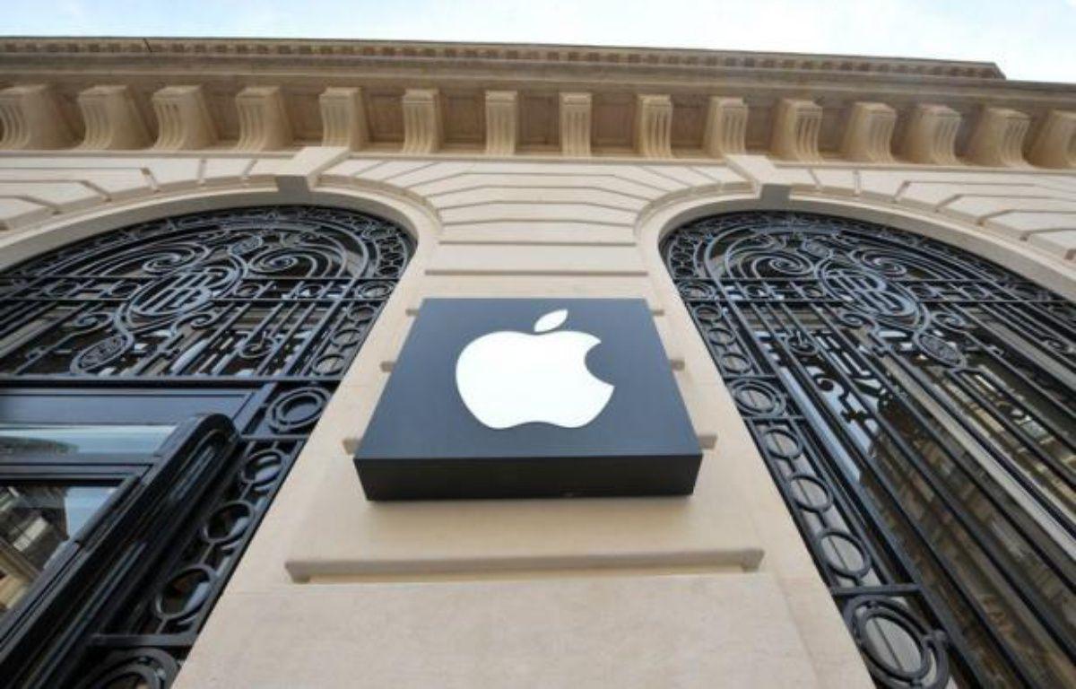 Un gros braquage, dont le butin pourrait dépasser un million d'euros, a été commis lundi soir à l'Apple Store du quartier de l'Opéra à Paris, dont un employé a été légèrement blessé, a-t-on appris mardi matin de source proche de l'enquête. – Bertrand Langlois afp.com