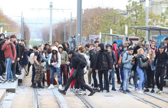 Les lycéens ont été dispersés à coup de grenades lacrymogènes.