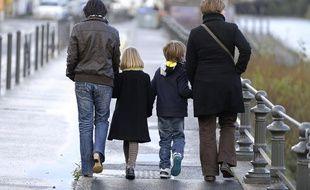 Deux femmes et leurs enfants à Nantes en 2012.