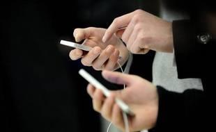 Les quatre opérateurs télécoms français ont vécu une semaine agitée, l'Autorité de la concurrence et le régulateur ayant décidé de rebattre les cartes du marché mobile, pour s'assurer que Free respecte ses engagements d'investissements et favoriser un déploiement plus rapide de la 4G.