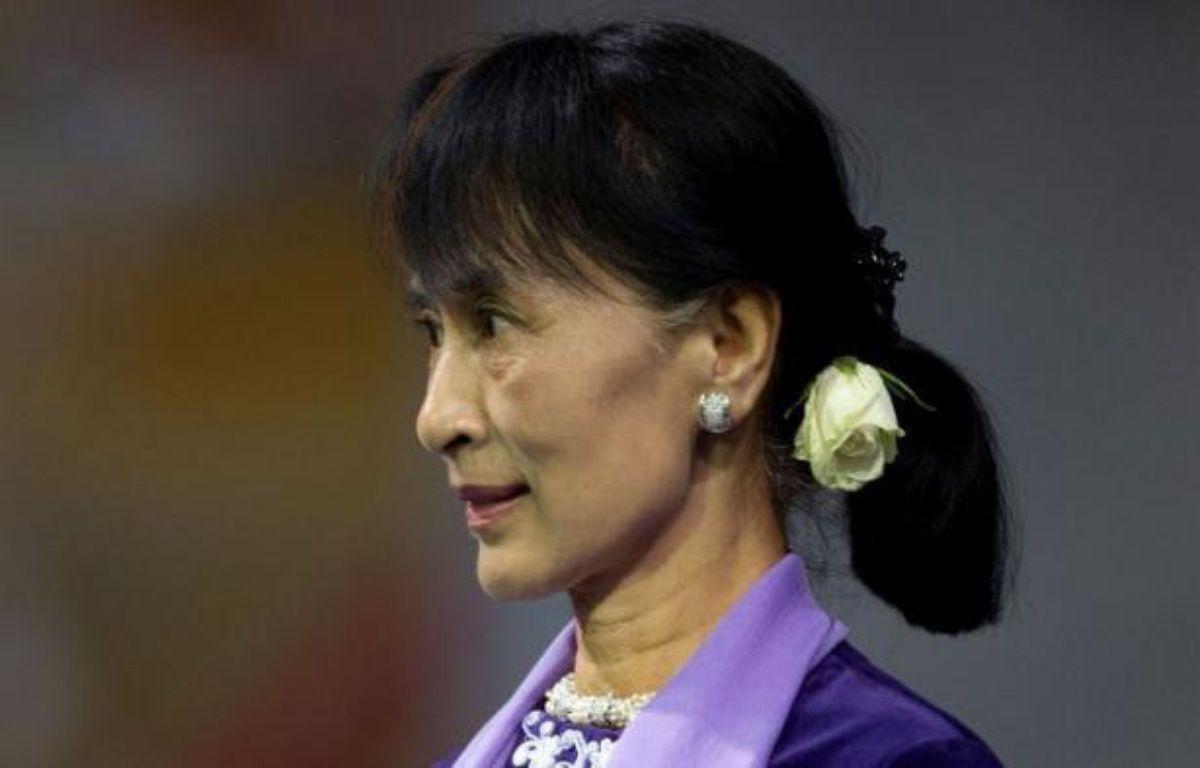 L'opposante birmane Aung San Suu Kyi s'est engagée samedi à Oslo à poursuivre son combat pour la démocratie dans son discours d'acceptation du prix Nobel de la Paix lors d'une cérémonie chargée d'émotion, plus de vingt ans après avoir été récompensée. – Daniel Sannum Lauten afp.com