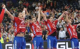 La Serbie est devenue le premier qualifié pour les demi-finales de l'Euro de handball en éliminant la Suède lundi à Belgrade.