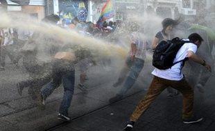 """Amnesty International a dénoncé mercredi des """"violations des droits humains à très grande échelle"""" en Turquie lors de la violente répression des manifestations antigouvernementales de juin."""
