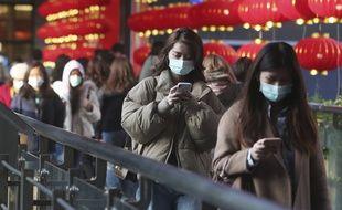 La population porte des masques à Taïwan, où un 10e cas d'infection par le coronavirus a été confirmé le 31 janvier 2020.