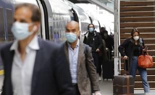 """Le gouvernement souhaite mettre en place un """"système d'information"""" pour """"casser les chaînes de transmission en identifiant le plus rapidement possible les personnes ayant été au contact des personnes infectées""""."""