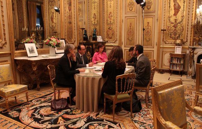 Interview du PrŽésident François Hollande dans son bureau de l'ElyséŽe, le 25 novembre 2015. Marie-HŽélène Aubert, Claudine Ripert, Gaspard Gantzer, Acacio Pereira et Audrey Chauvet. - Charlotte Gonthier/20 Minutes
