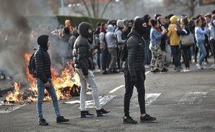Un lycée bloqué à Pau, le 6 décembre 2018.