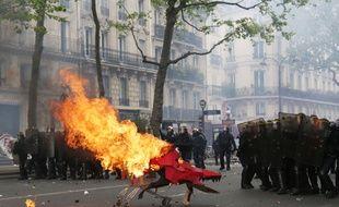 La manifestation du 1er mai a dégénéré à Paris. / AFP PHOTO / Zakaria ABDELKAFI