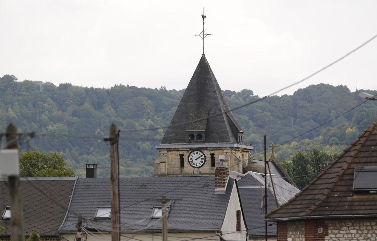 Le clocher de l'église de Sainte-Etienne-du-Rouvray, le 26 juillet 2016. – MATTHIEU ALEXANDRE / AFP