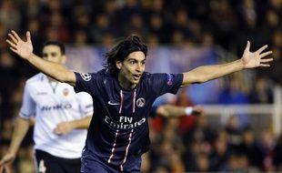 Le Parisien Javier Pastore, lors de son but contre Valence, le 12 février 2013 à Valence en Ligue des champions.