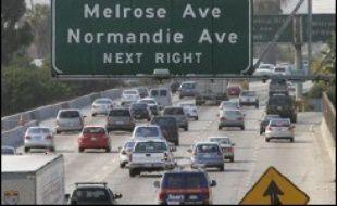 La Californie et les constructeurs automobiles se livrent depuis plusieurs années à une guerre dont le dernier rebondissement est la décision du procureur général de l'Etat de poursuivre six d'entre eux en les accusant de contribuer au réchauffement climatique.