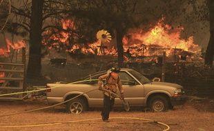 En Californie, les pompiers luttent toujours contre plusieurs incendies