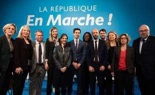 Carole Gandon (quatrième en partant de la gauche) est devenue porte-parole de la République en marche.
