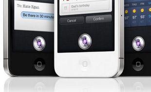 Siri, l'assistant de l'iPhone, se contrôle par la voix.