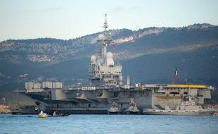50 cas de Covid-19 ont été détectés sur le porte-avions français.