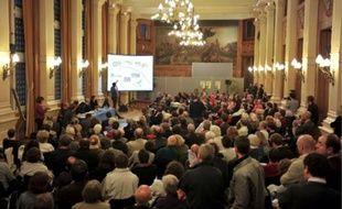 Des centaines de riverains sont venus à la mairie du 4e, lundi soir.