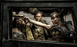 Tom Hardy et Charlize Theron dans Mad Max Fury Road.