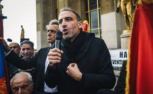 Raphaël Glucksmann a lancé une pétition pour empêcher l'expulsion d'une fillette