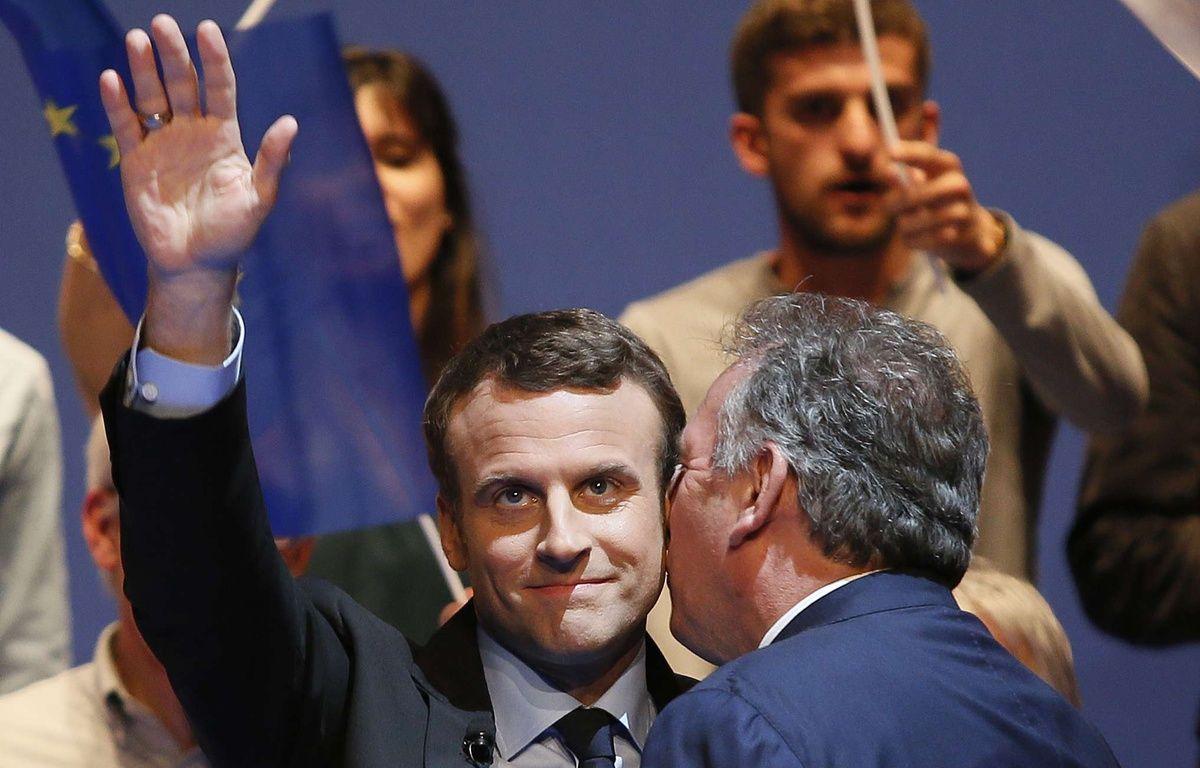 Emmanuel Macron et François Bayrou, alliés, lors d'un meeting à Pau le 12 avril 2017.  – Bob Edme/AP/SIPA