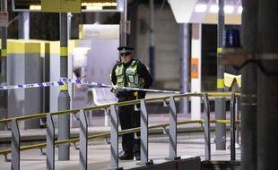 Un policier devant le lieu de l'attaque, à Manchester, le 1er janvier 2019.