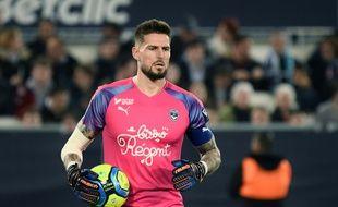 Benoit Costil, le gardien des Girondins de Bordeaux dont le maillot est orné du sponsor Bistro Régent. (Illustration)