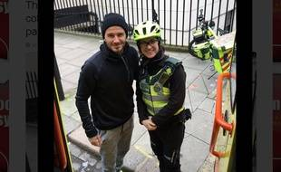 David Beckham et une secouriste à Londres.