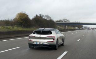 Les projets de voiture autonome vont bon train, notamment chez Renault, qui présentait le Symbioz fin 2017 capable de se débrouiller entièrement seul sur autoroute.