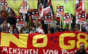 Des milliers d'altermondialistes, pacifistes ou écologistes manifestaient samedi à Rostock (nord-est de l'Allemagne), donnant le coup d'envoi à une semaine de protestation contre le sommet du G8, prévu du 6 au 8 juin dans la station balnéaire toute proche de Heiligendamm.