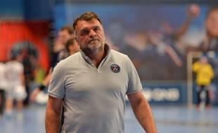 Philippe Gardent, l'entraîneur du PSG handball, lors du match de D1 entre Paris et Dunkerque, le 14 mai 2015.