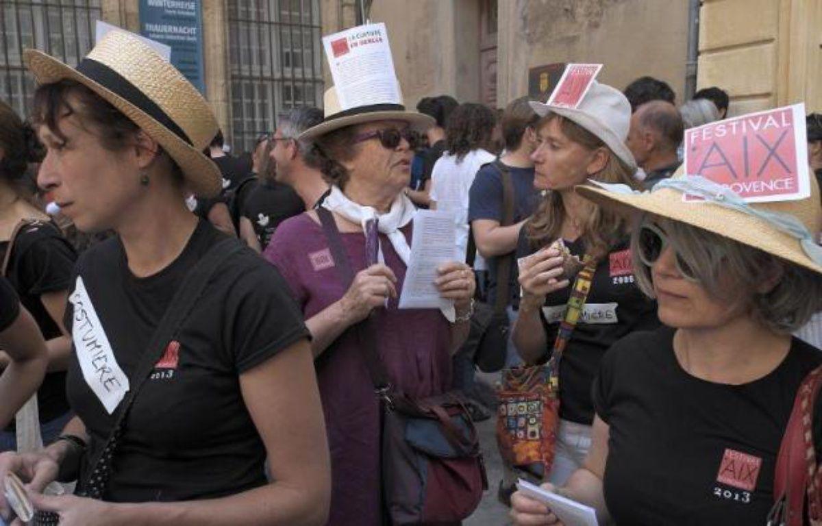 Des intermittents du spectacle manifestent avec les salariés du festival d'Aix, le 14 juin 2014 à Aix-en-Provence – Boris Horvat AFP