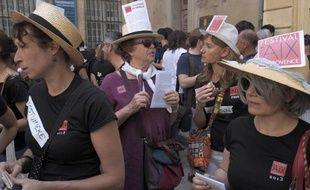 Des intermittents du spectacle manifestent avec les salariés du festival d'Aix, le 14 juin 2014 à Aix-en-Provence