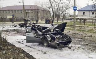 Des véhicules endommagés après les deux explosions qui ont endeuillé Kizliar, hier.