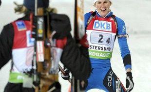 La biathlète française Sandrine Bailly, de face, à l'arrivée du relais d'Oestersund, le 6 décembre 2009.