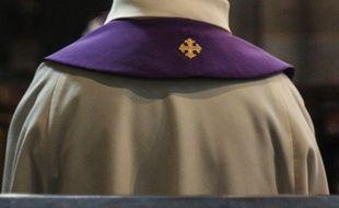 Illustration d'un prêtre.