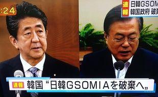 Le premier ministre japonais Shinzo Abe et le président sud-coréen Moon Jae-in, sur une image de la télévision japonaise NHK le 22 août 2019.