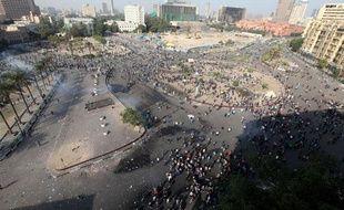 Des manifestants se réunissent place Tahrir, au Caire, le 21 novembre 2011.