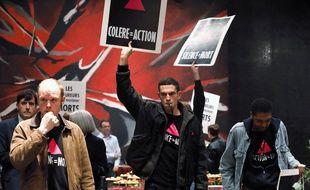 Arnaud Valois (blouson noir, au centre) dans «120 Battements par minutes».