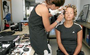 Maquilleuse, coiffeur et styliste étaient sur place pour la préparation et les derniers réglages avant le «shooting». « C'est un rendez-vous agréable qui laisse toujours de bons souvenirs au groupe», souligne Victoria Ravva.