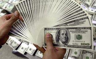 La question d'une éventuelle fixation des prix du pétrole en une autre devise que le dollar provoque des divisions au sommet de l'Organisation des pays exportateurs de pétrole (Opep), alors que le billet vert ne cesse de baisser.