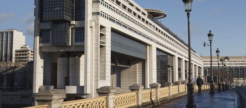 Paris le 28 janvier 2013. Illustration facade ministere des finances. Bercy. Drapeau francais.