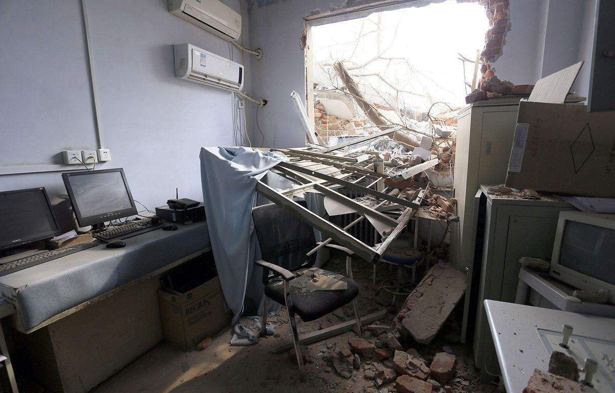 L'hôpital de l'Université de Zhengzhou, en Chine, partiellement démoli alors que patients et personnel se trouvaient à l'intérieur, le 7 janvier 2016. – AP/SIPA