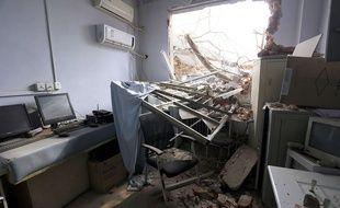 L'hôpital de l'Université de Zhengzhou, en Chine, partiellement démoli alors que patients et personnel se trouvaient à l'intérieur, le 7 janvier 2016.