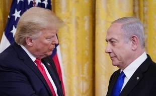 """Le Président des Etats-Unis Donald Trump avec le Premier ministre d'Israël Benjamin Netanyahu lors de l'annonce du """"plan de paix"""", le 28 janvier 2020."""