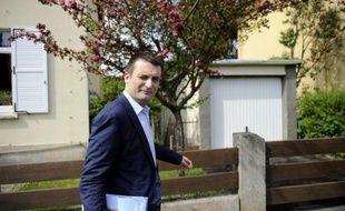 """Florian Philippot, vice-président du FN, a décerné vendredi un """"zéro sur vingt"""" à Vincent Peillon, qu'il accuse de préférer les """"intégristes qui brûlent"""" ou """"tuent"""" à Marine Le Pen."""