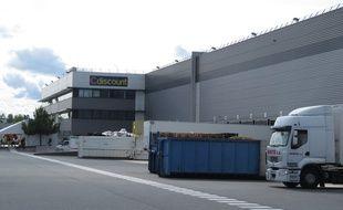 A Bordeaux, visite de l'usine du gÈant du e-commerce CDiscount.