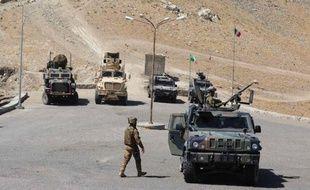 Un militaire italien a été tué et trois autres blessés samedi matin dans l'ouest de l'Afghanistan, lorsque leur voiture blindée a été prise pour cible à l'issue d'une opération de soutien à l'armée afghane, a indiqué l'état-major de la Défense dans un communiqué à Rome.